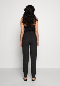Vero Moda Tall - VMEVA LOOSE PAPERBAG - Bukse - black - 2