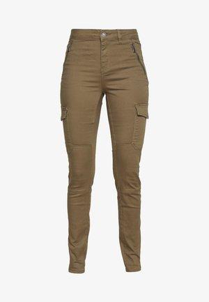 VMHOT SEVEN MR SLIM CARGO PANT - Kalhoty - ivy green