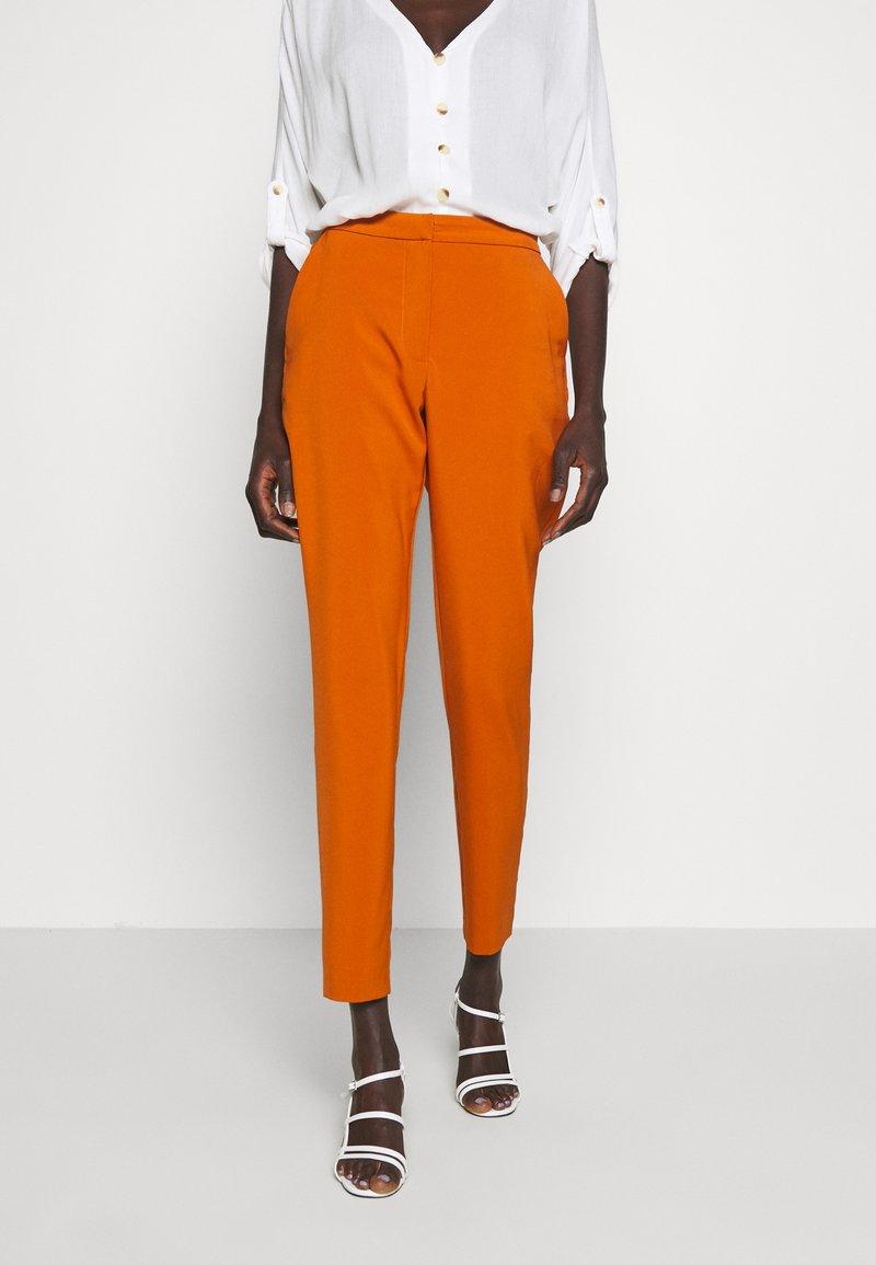 Vero Moda Tall - VMIZZA CIGARET PANTS - Kalhoty - autumnal