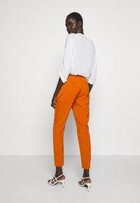 Vero Moda Tall - VMIZZA CIGARET PANTS - Kalhoty - autumnal - 2