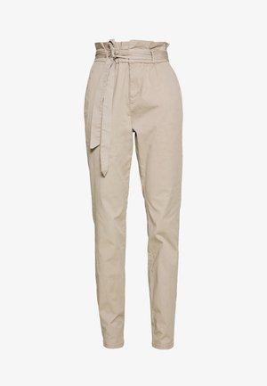 VMEVA LOOSE PAPERBAG PANT - Pantalones - silver mink