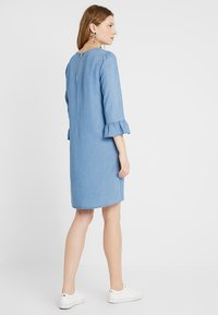 Vero Moda Tall - VMLISSY 3/4 SLEEVE SUMMER DRESS - Robe d'été - light blue denim - 3