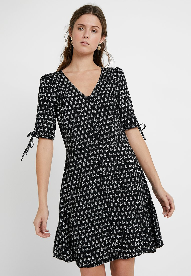 Vero Moda Tall - VMSIMPLY EASY BUT SHORT DRES - Shirt dress - black