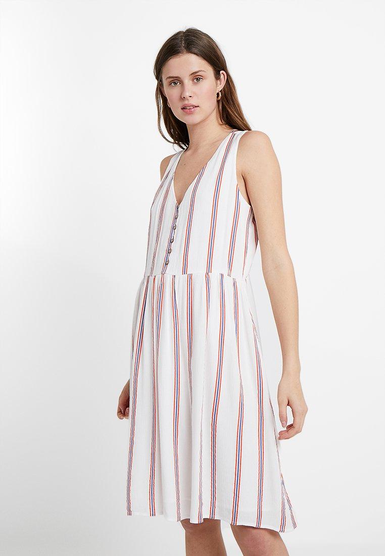Vero Moda Tall - VMHANNA DRESS - Skjortekjole - snow white/emberglow/granada sky