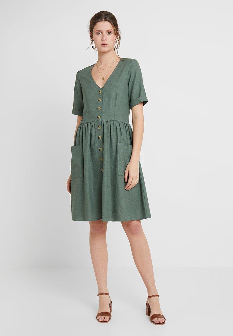 Vero Moda Tall - VMMALLI DRESS  - Sukienka letnia - laurel wreath
