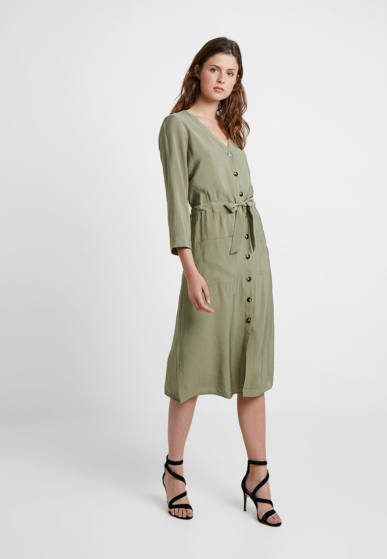 Vero Moda Tall - VMELLY DRESS - Skjortekjole - ivy green