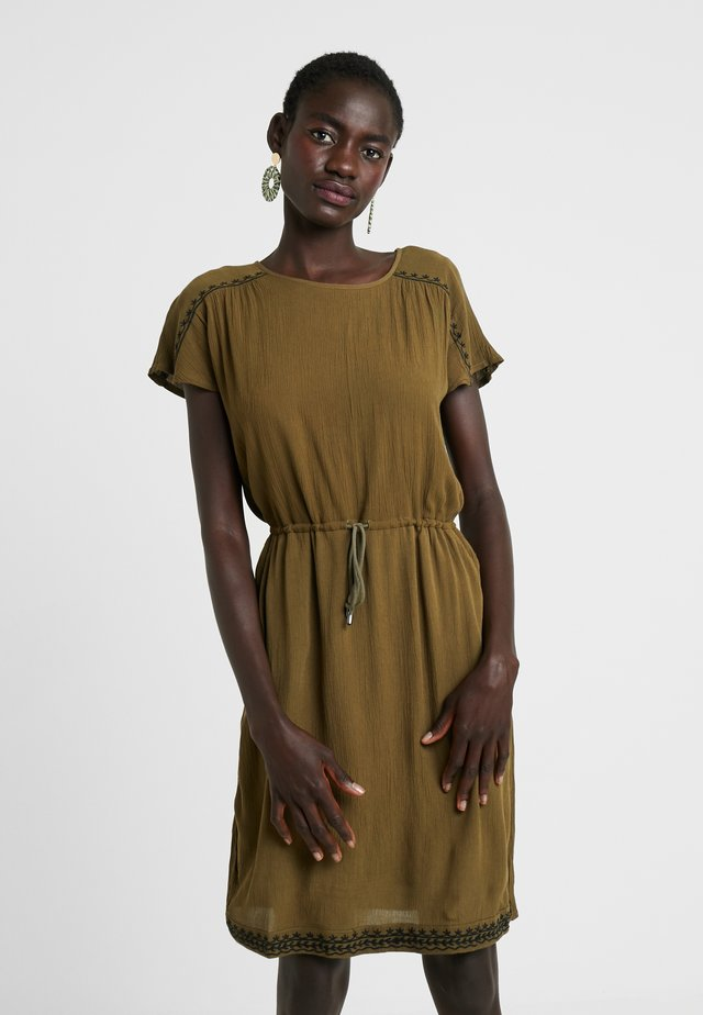 VMHOUSTON DRESS - Freizeitkleid - ivy green/black