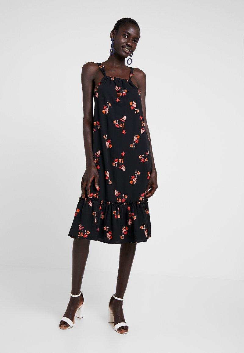 Vero Moda Tall - VMCARINA TIE DRESS - Freizeitkleid - black