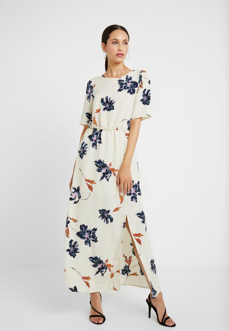 Vero Moda Tall - VMKIMMIE ANCLE DRESS - Maxi šaty - birch/kimmie