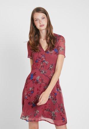 VMKATINKA SHORT DRESS - Denní šaty - berry