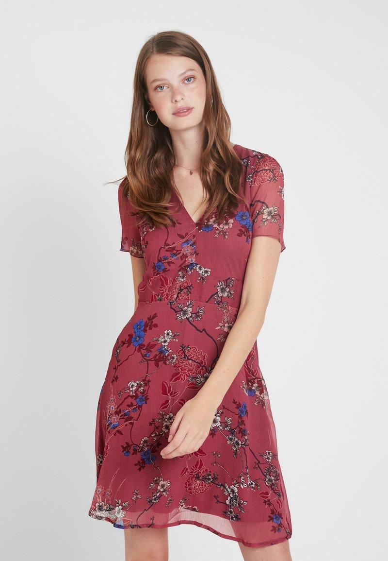 Vero Moda Tall - VMKATINKA SHORT DRESS - Vestito estivo - berry