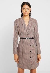 Vero Moda Tall - VMALICIA SHORT DRESS - Etuikjole - tobacco brown - 0