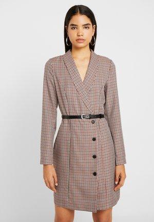 VMALICIA SHORT DRESS - Robe fourreau - tobacco brown