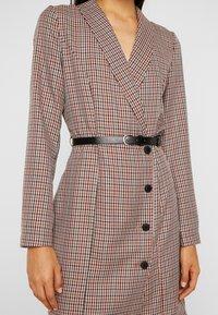 Vero Moda Tall - VMALICIA SHORT DRESS - Etuikjole - tobacco brown - 6