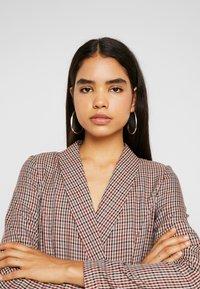 Vero Moda Tall - VMALICIA SHORT DRESS - Etuikjole - tobacco brown - 4