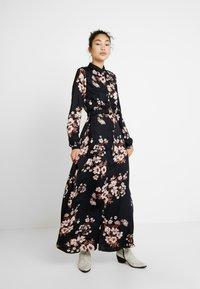 Vero Moda Tall - Maxi šaty - black/belle - 2