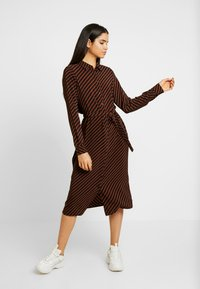 Vero Moda Tall - VMJANE DRESS - Stickad klänning - black/tortoise shell - 0