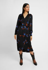 Vero Moda Tall - VMLOLA CALF DRESS  - Maxi šaty - black/lola - 0