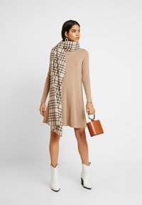 Vero Moda Tall - VMHAPPY ROLLNECK DRESS - Abito in maglia - tobacco brown - 1