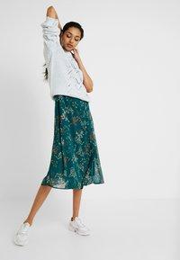 Vero Moda Tall - VMJULIE CALF DRESS  - Denní šaty - atlantic deep/julie - 2