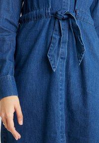 Vero Moda Tall - VMRACHELBOW DRESS - Košilové šaty - medium blue denim - 7