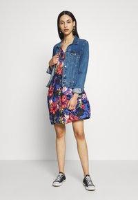 Vero Moda Tall - VMATHEN SHORT SHIRT DRESS - Denní šaty - baja blue/gina - 1