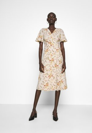 VMKISSEY DRESS - Korte jurk - birch/kissey