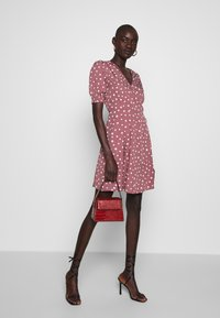 Vero Moda Tall - VMHENNA WRAP SHORT DRESS - Denní šaty - rose brown/white - 1