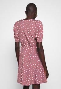 Vero Moda Tall - VMHENNA WRAP SHORT DRESS - Denní šaty - rose brown/white - 2