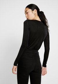 Vero Moda Tall - VMDENISE WRAP - T-shirt à manches longues - black - 2