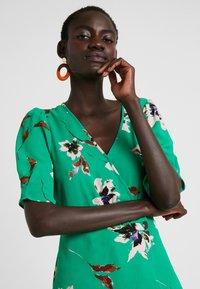 Vero Moda Tall - VMKIMMIE - Blusa - bright green/kimmie - 3