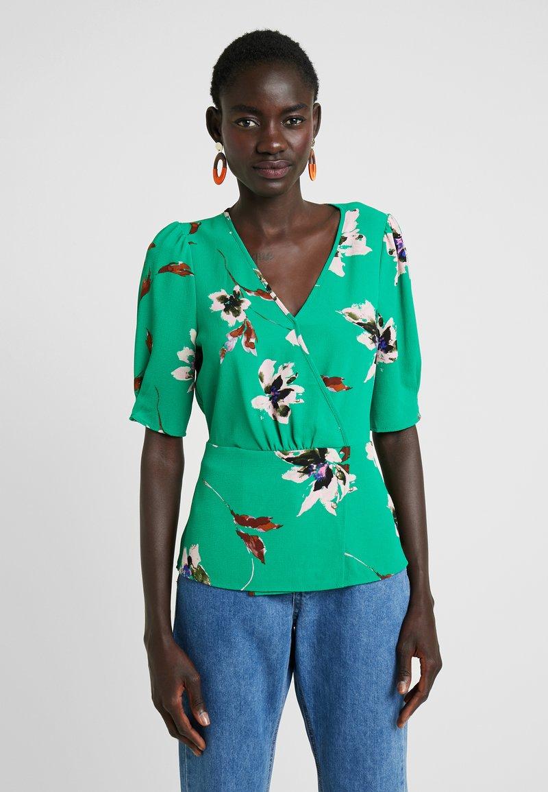 Vero Moda Tall - VMKIMMIE - Blusa - bright green/kimmie