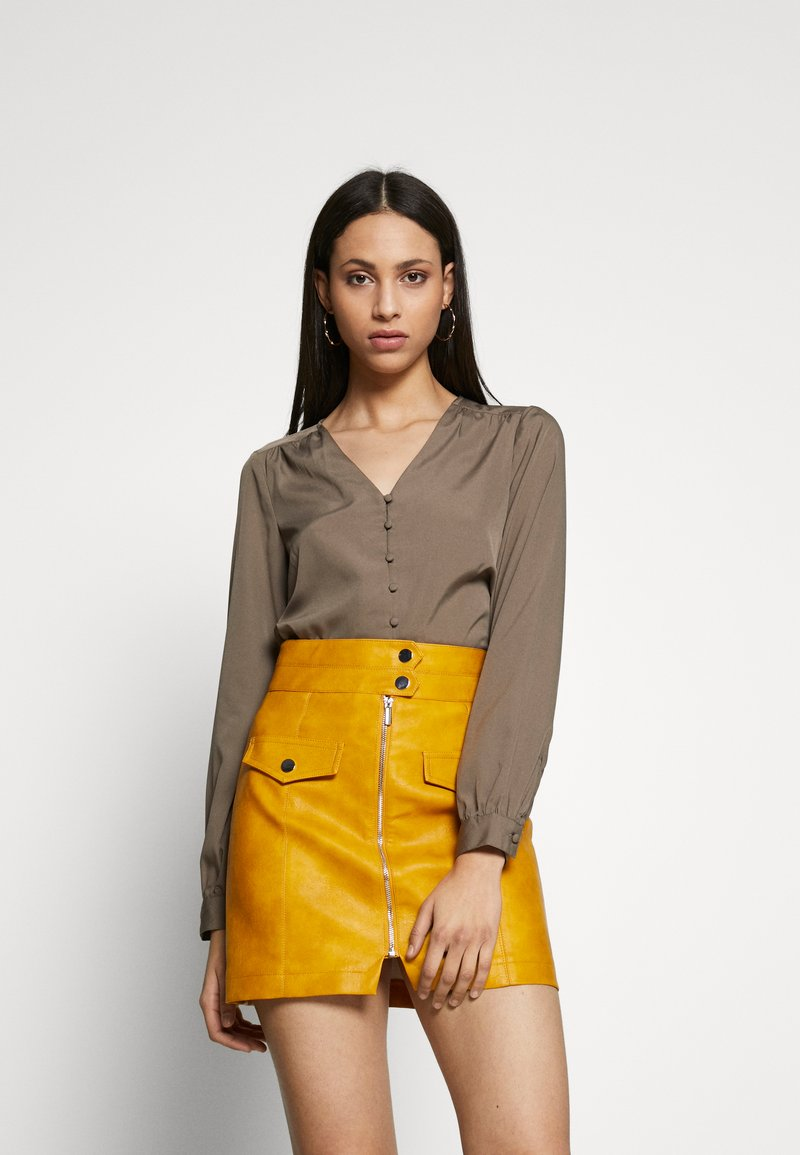 Vero Moda Tall - VMNADIA BUTTON  - Bluser - bungee cord