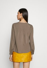 Vero Moda Tall - VMNADIA BUTTON  - Bluser - bungee cord - 2