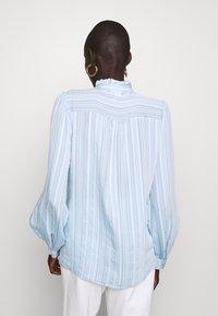Vero Moda Tall - VMKATA LS ONECK  SHIRT  - Overhemdblouse - ashley blue - 2