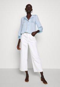 Vero Moda Tall - VMKATA LS ONECK  SHIRT  - Overhemdblouse - ashley blue - 1