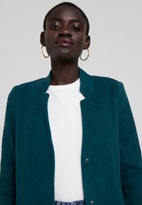 Vero Moda Tall - VMBRUSHED KATRINE  - Krátký kabát - ponderosa pine - 4