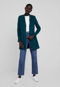 Vero Moda Tall - VMBRUSHED KATRINE  - Krátký kabát - ponderosa pine - 1
