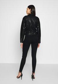 Vero Moda Tall - SHORT JACKET - Imitert skinnjakke - black - 2