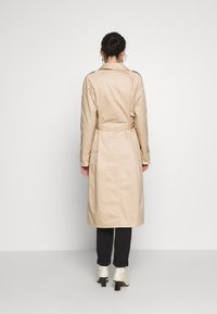 Vero Moda Tall - VMHAMBORG LONG - Trenchcoat - travertine - 0
