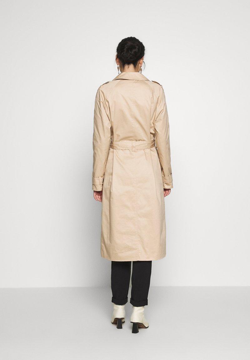 Vero Moda Tall - VMHAMBORG LONG - Trenchcoat - travertine