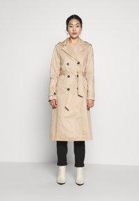 Vero Moda Tall - VMHAMBORG LONG - Trenchcoat - travertine - 1