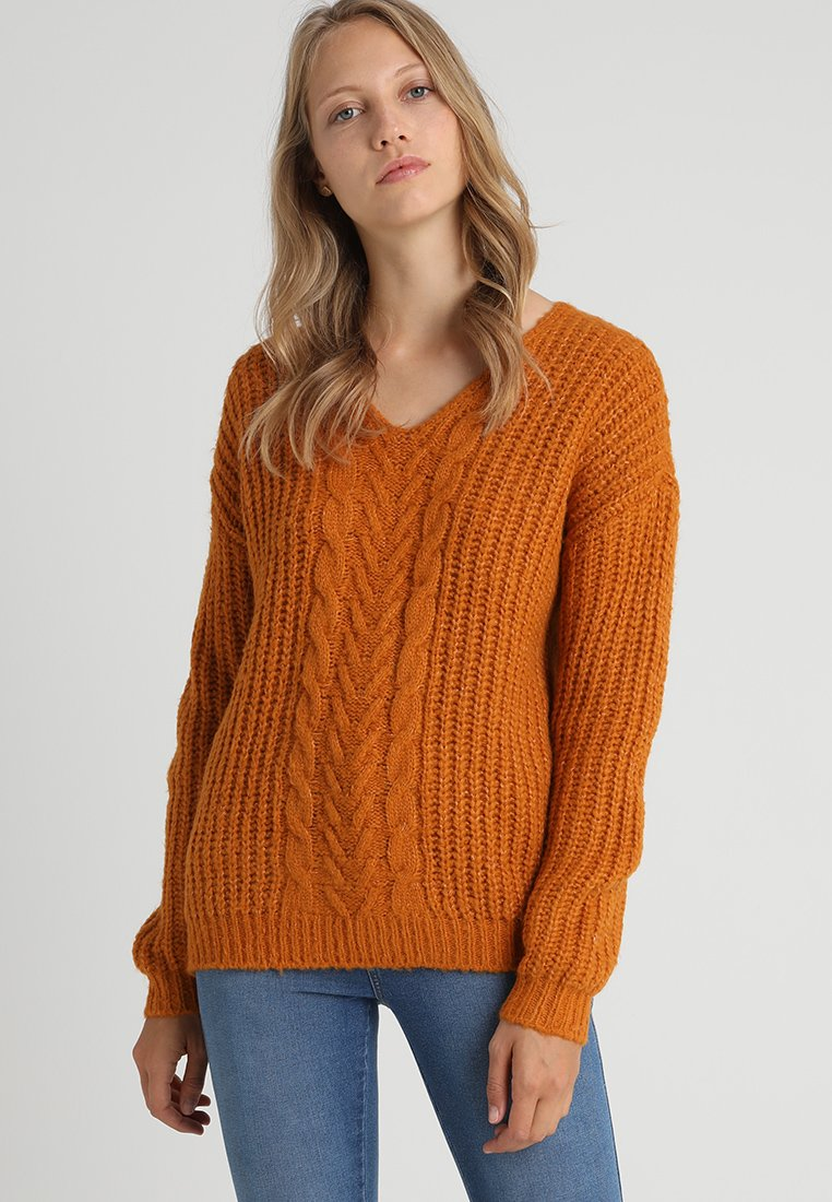 Vero Moda Tall - VMPOCA V NECK CABLE - Strickpullover - thai curry