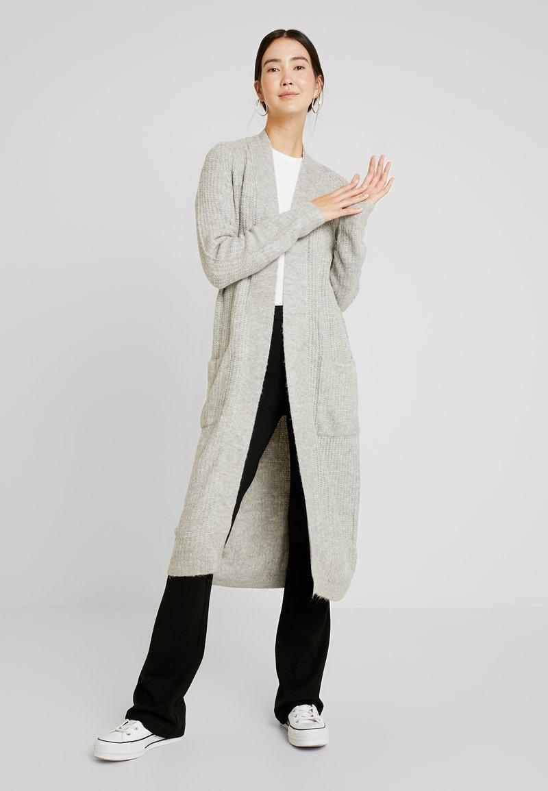 Vero Moda Tall - VMCORA LONG OPEN CARDIGAN - Cardigan - light grey melange