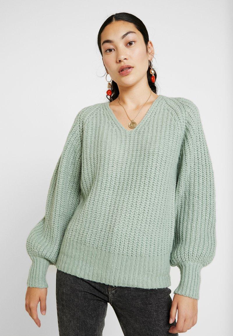 Vero Moda Tall - VMPOCA V NECK - Pullover - jadeite/white melange