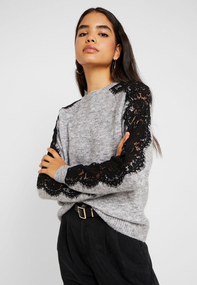 Vero Moda Tall - VMMERLA O-NECK - Maglione - light grey melange/black