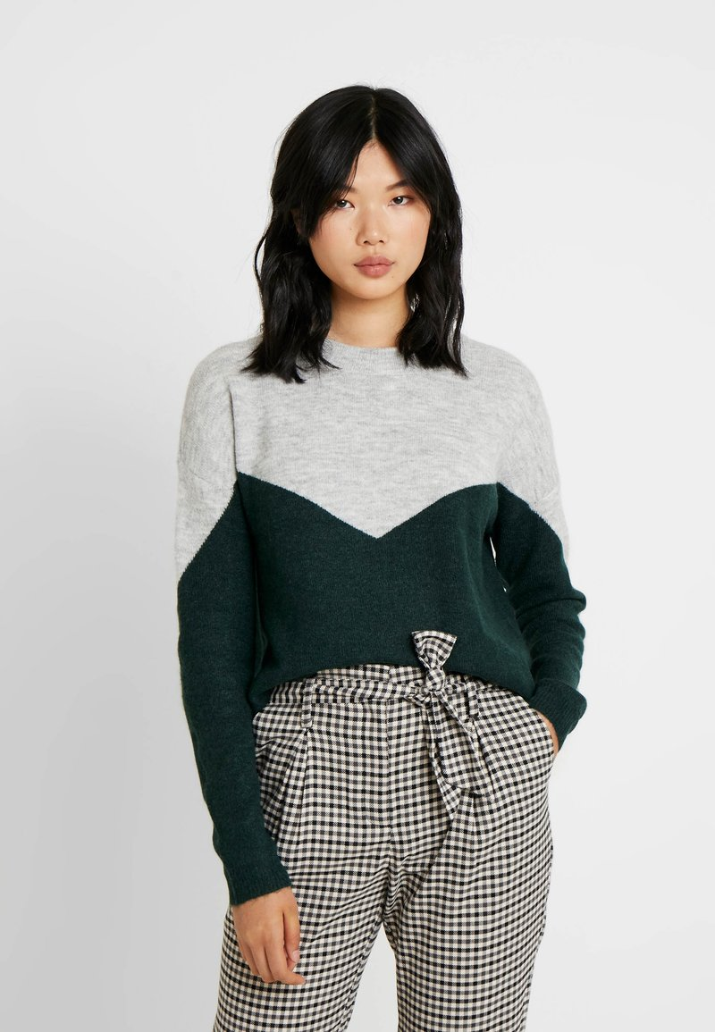 Vero Moda Tall - VMRANA O-NECK BLOCK - Strickpullover - light grey melange/ponderosa pine