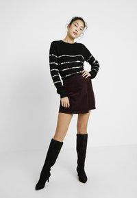 Vero Moda Tall - VMBRANA SEQUINS O NECK - Jumper - black/silver - 1