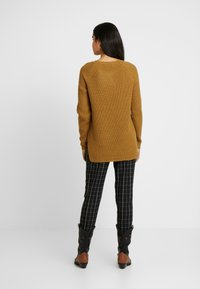 Vero Moda Tall - VMLEANNA NECK LONG - Strikkegenser - meerkat - 2