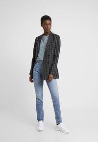 Vero Moda Tall - VMSELENA TAPERED - Slim fit jeans - medium blue denim - 1